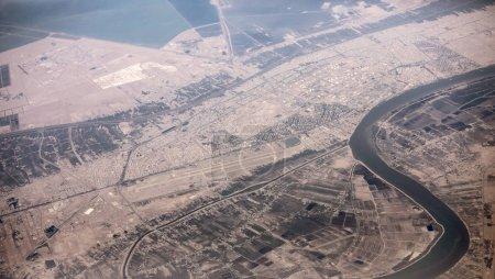 Photo pour Vue aérienne élevée de la frontière de l'Irak et de l'Iran le long du confluent du Tigre et de l'Euphrate. - image libre de droit