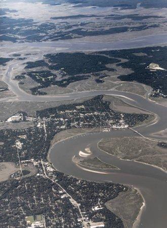 Photo pour Vue aérienne élevée de Beaufort, Caroline du Sud et îles environnantes. - image libre de droit