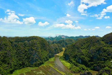 Photo pour Vue étonnante de la montagne de caverne de Mua dans Ninh Binh Tam Coc - image libre de droit