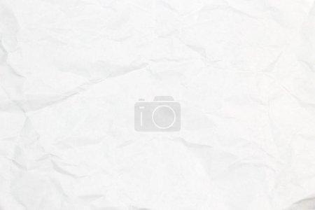 Photo pour Papier froissé sur fond en bois . - image libre de droit