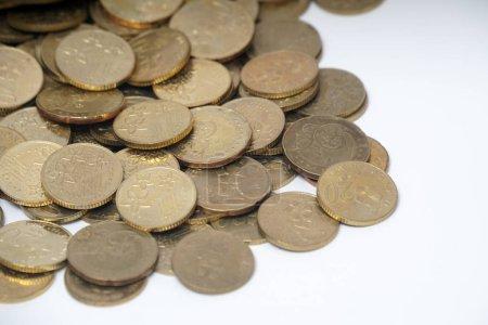 Photo pour Gros plan sur le fond des pièces d'or malaisiennes - concept d'argent - image libre de droit