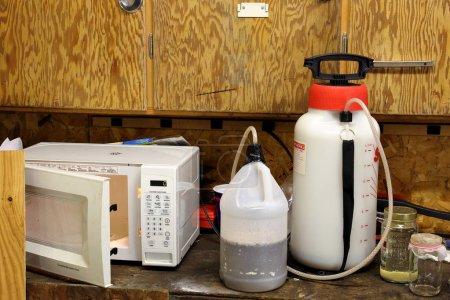 Laboratoire de méthamphétamine dans un garage