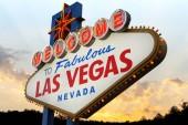 """Постер, картина, фотообои """"вывеску с надписью Добро пожаловать в сказочный Лас-Вегас"""""""