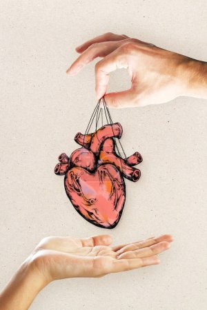 Photo pour Remise de coeur les gens esquisse sur fond clair. Concept de cardiologie et de la créativité - image libre de droit