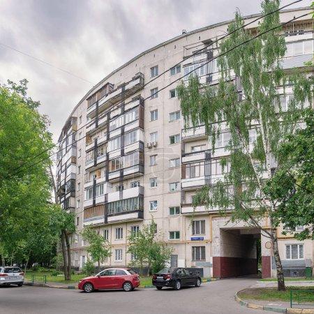 Moscow. May 25, 2018. Nezhinskaya Street, 13. Nine-storey, round house built according to the project of architect Yevgeny Stamo and engineer Alexander Markelov.