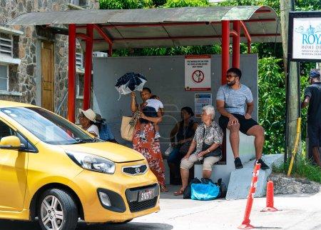 Photo pour Victoria, Seychelles - 6 janvier 2020 : Des créoles dans la rue le jour. - image libre de droit