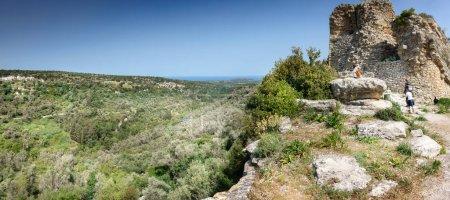 Photo pour Groupe de personnes sur l'exploration, Crète, Grèce, Europe - image libre de droit