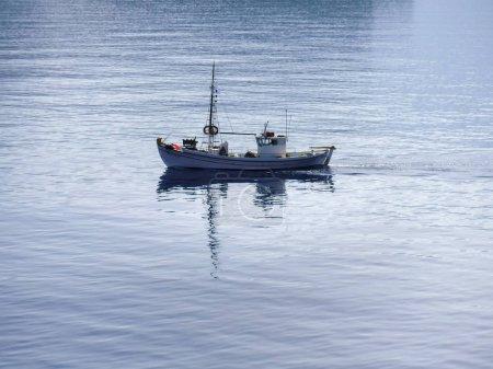 Foto de Vista panorámica de la embarcación en la isla de Milos, Grecia - Imagen libre de derechos