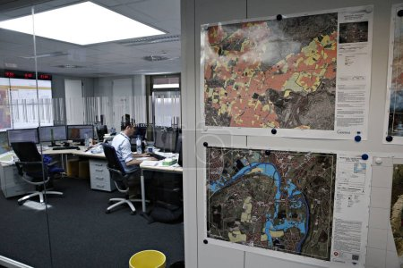 Photo pour La Commission européenne a répondu rapidement à la demande d'assistance du Portugal en vue de lutter contre les incendies de forêt meurtriers. Le Centre de coordination des réactions d'urgence (ERCC), opérant au sein de l'Aide humanitaire et du Pr civil de la Commission européenne - image libre de droit