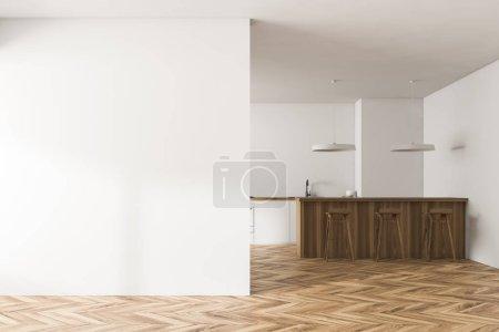 Innenraum der modernen Küche mit weißen Wänden, Holzboden, weißen Arbeitsplatten, einer Holztheke mit Hockern und einer leeren Wand links. 3D-Rendering Kopierraum