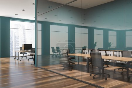 Photo pour Intérieur élégant de la salle de conférence avec des murs verts et vitrés, une table en bois et des chaises en métal. Bureau à aire ouverte en arrière-plan. Espace de copie de rendu 3d - image libre de droit