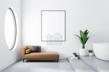 Photo pour Intérieur de salle de bains moderne avec des murs blancs, sol en béton, baignoire blanche et canapé marron avec maquettes verticaux suspendus affiche au-dessus d'elle. Fenêtre ronde. Planter dans un pot. rendu 3D - image libre de droit