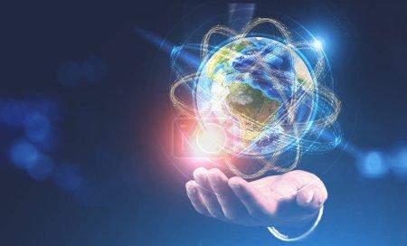 Photo pour Homme d'affaires main tenant l'hologramme de terre comme noyau atomique. Concept de haute technologie et de science. Image tonique double exposition maquette. Éléments de cette image fournis par la NASA - image libre de droit