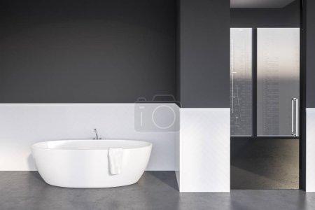 Foto de Interior de cuarto de baño moderno con paredes blancas y gris, piso de concreto, tina blanco detrás de la puerta de cristal. Render 3D - Imagen libre de derechos