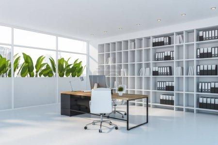 Photo pour Coin du bureau du PDG avec des murs blancs et le sol, élégant bureau d'ordinateur avec des chaises blanches et bibliothèque blanche avec des dossiers. Rendu 3d - image libre de droit
