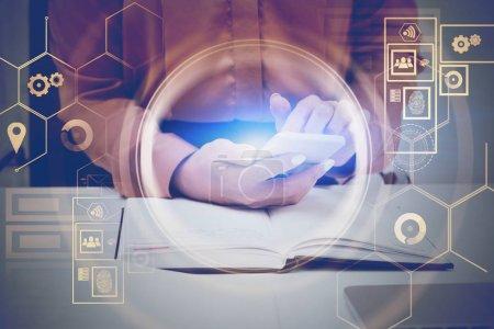 Photo pour Femme d'affaires en chemise brune utilisant un smartphone à la table de bureau avec double exposition de Hud interface numérique. Concept de grandes données et hi tech. Image tonique - image libre de droit