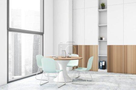 Photo pour Intérieur d'une salle à manger moderne avec murs blancs, sol en béton, fenêtres avec paysage urbain, table ronde et bibliothèque blanche et en bois. 3d Rendu - image libre de droit