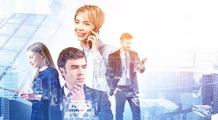 Foto de Gente de negocios feliz éxito trabajando juntos y utilizando teléfonos inteligentes en la ciudad abstracta. Concepto de empresa internacional, trabajo en equipo y comunicación. Imagen tonificada doble exposición - Imagen libre de derechos