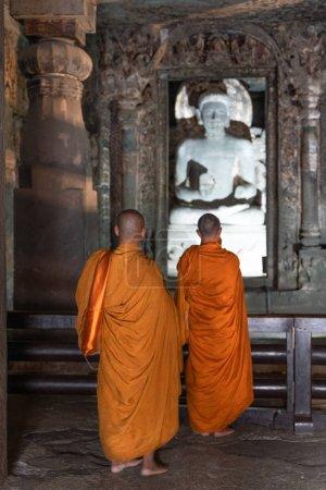 Photo pour Aurangabad, Inde - 6 février 2019 : vue à l'intérieur du vieux temple de la grotte hindoue en Inde - image libre de droit