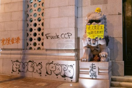 Photo pour Les graffitis au rassemblement populaire pour défendre leurs libertés et leurs droits - image libre de droit