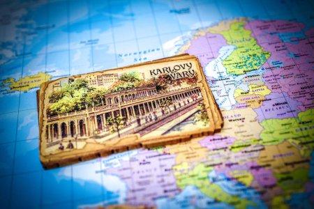 Photo pour Karlovy Vary sur la carte - image libre de droit
