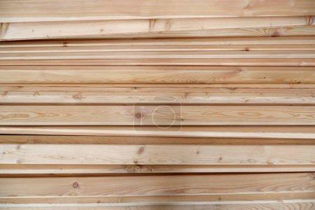 Photo pour Fond léger de texture de planche de bois de pin - image libre de droit