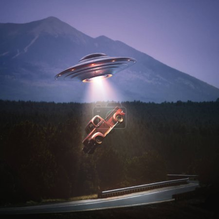 Photo pour Unidentified flying object, soulever des voitures de route. Concept d'enlèvements extraterrestres. Tracé de détourage inclus. - image libre de droit