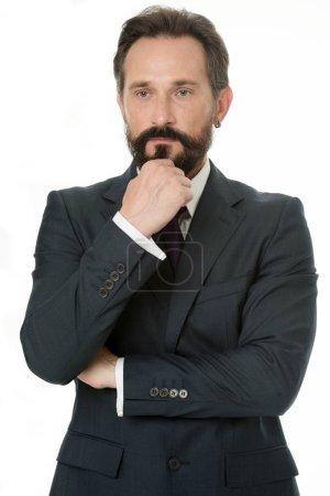 Photo pour Une décision difficile. Homme d'affaires classique vêtements formels toucher menton tout en prenant la décision. Le comportement des entreprises doit être confiant. Conseils de succès homme d'affaires. Si vous voulez réussir, vous devez savoir. - image libre de droit