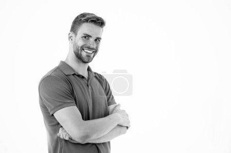 Photo pour Vêtements de sport homme isolés sur fond blanc. Homme barbu en vêtements décontractés bleus. Style de mode sportive et tendance. Vêtements de fitness et de gym. Macho porter des vêtements pour l'entraînement ou la formation de style de vie actif . - image libre de droit