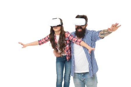 sens de la liberté. se sentir libre dans des lunettes de réalité virtuelle. concept technologique futur. fille et papa dans casque vr sans fil. éducation moderne à la maison. jouer au jeu virtuel ensemble. famille s'amuser