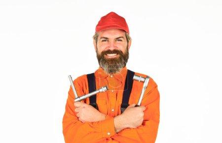 Photo pour Utilisé pour dérouler ou serrer les écrous et les boulons. Outils de réparation. Heureux ouvrier. Savoir changer de pneu est une compétence nécessaire pour tous les conducteurs. Cliquets et douilles dans les outils à main. Amélioration de la maison. - image libre de droit