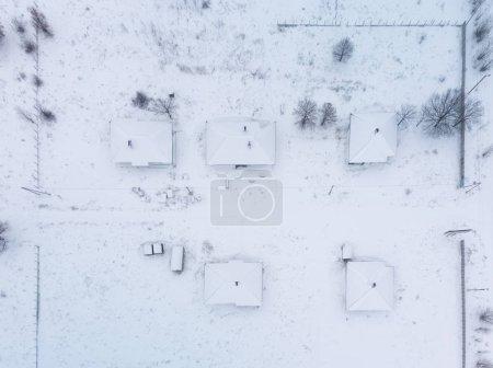 Foto de Invierno. Casas en la nieve - vista superior - Imagen libre de derechos