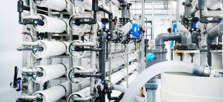 Photo pour Traitement des eaux industrielles importantes et chaufferie. usine d'osmose inverse, Ro - image libre de droit