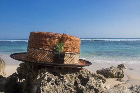 Photo pour Chapeau de plaisance avec vue sur la plage photo - image libre de droit