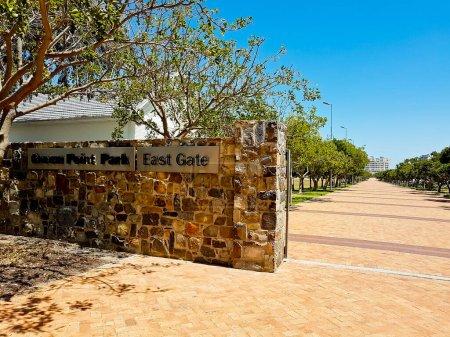 Photo pour Entrée ou sentier menant au parc Green Point au Cap, en Afrique du Sud. Porte Est. - image libre de droit