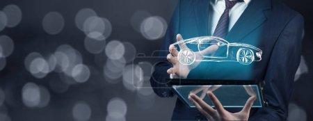 Photo pour Homme main tablette et voiture à l'écran - image libre de droit