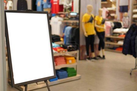 Photo pour Vente signe fashion Boutique magasin dans centre commercial - image libre de droit