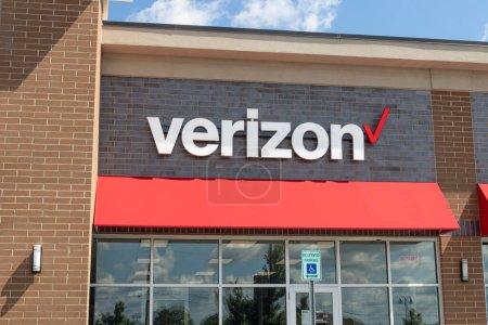 Westfield - Circa Juni 2020: Verizon Wireless Retail Location. Verizon liefert drahtlose Glasfaser mit hoher Kapazität und 5G-Kommunikation.