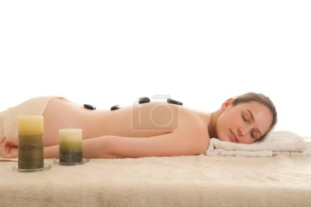 Photo pour Fille en bonne santé jeune beauté relaxante dans le spa - image libre de droit