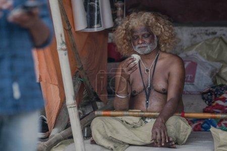 Photo pour L'homme lors de la fête religieuse en Inde - image libre de droit