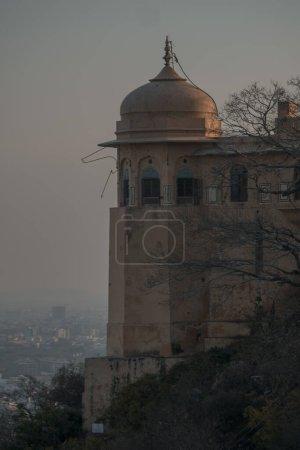 Photo pour La vue sur la ville de san giorgio de la garde - image libre de droit