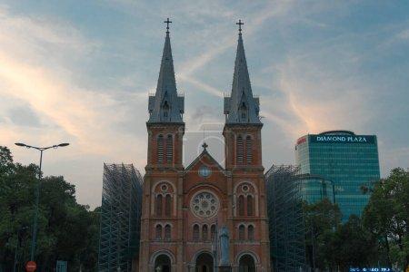 Photo pour La vieille cathédrale de la ville - image libre de droit