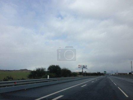 Photo pour The highway connecting Limassol city with Nicosia near Latsia municipality - image libre de droit
