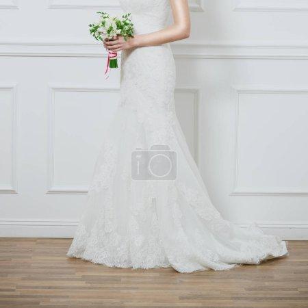 Schöner Brautstrauß in den Händen der Braut.