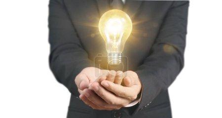Photo pour Main de tenir ampoule lumineuse, concept d'inspiration d'innovation, idée d'entreprise - image libre de droit