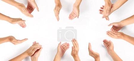 Photo pour Groupe de mains applaudissant Top view. isolé avec chemin de coupe - image libre de droit