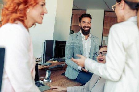 Foto de Grupo de empresarios. Retrato del equipo exitoso de gente de negocios . - Imagen libre de derechos