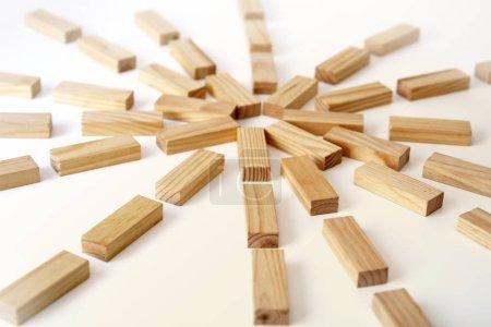 Photo pour Rectangles en bois disposés différemment sur un fond blanc. Espace de copie. Modèle de fond de couverture pour la présentation, brochure, web, bannière, catalogue, affiche, livre, magazine - image libre de droit