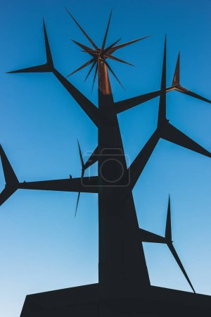 Photo pour LISBON, PORTUGAL - MAY 02, 2016: Modern Sculpture near Vasco da Gama Shopping Center in Parque das Nacoes (Park of Nations) - image libre de droit