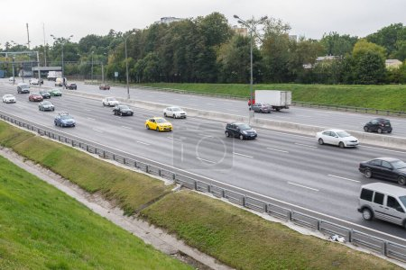 Photo pour Free car traffic on Moscow ring highway, Moscow, Russia, 05.09.2020 - image libre de droit